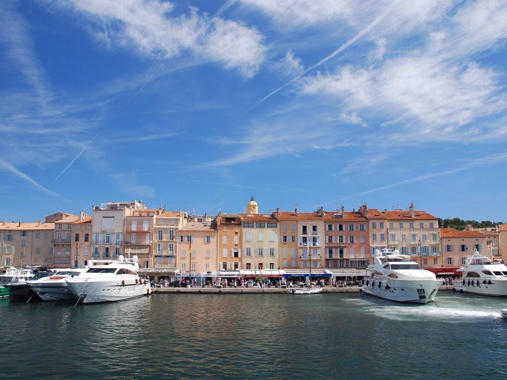 Nhung dieu dang tiec neu bo qua khi den Phap hinh anh 13 Đi thuyền quanh Saint-Tropez.