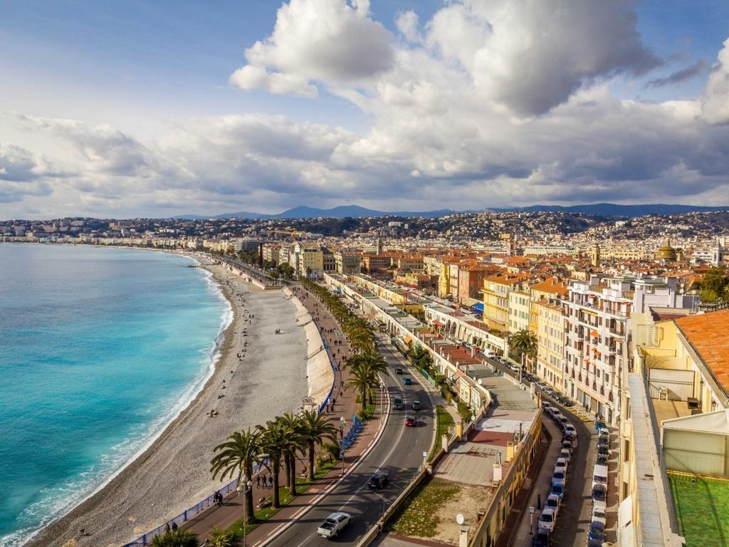 Nhung dieu dang tiec neu bo qua khi den Phap hinh anh 18 Ngắm cảnh biển ở Nice từ Promenade des Anglais.