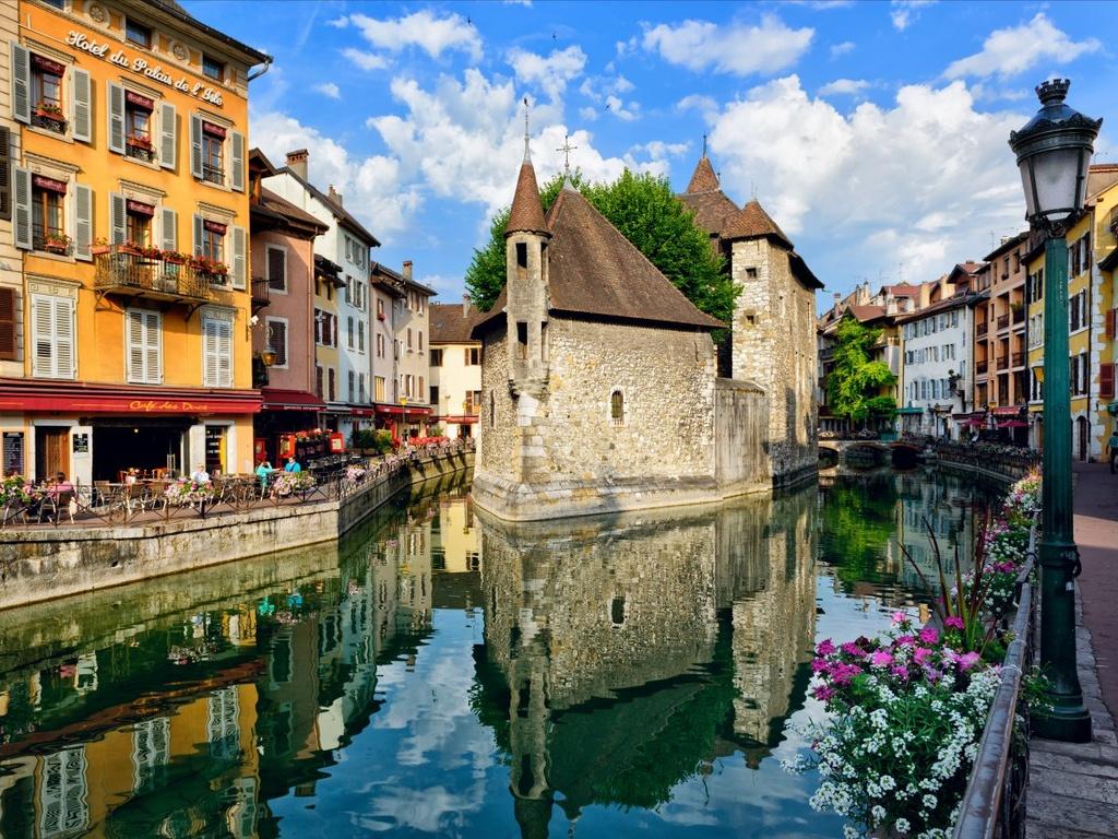 Nhung dieu dang tiec neu bo qua khi den Phap hinh anh 19 Đi dạo ở Annecy, một trong những thị trấn đẹp nhất ở dãy Alps.
