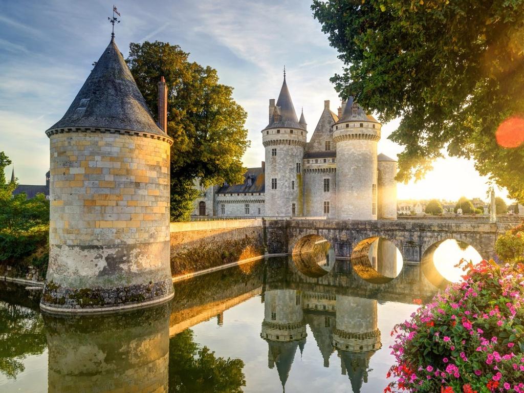 Nhung dieu dang tiec neu bo qua khi den Phap hinh anh 2 Đặt chân đến những lâu đài tuyệt đẹp ở Loire Valley như Chateau de Sully-sur-Loire.