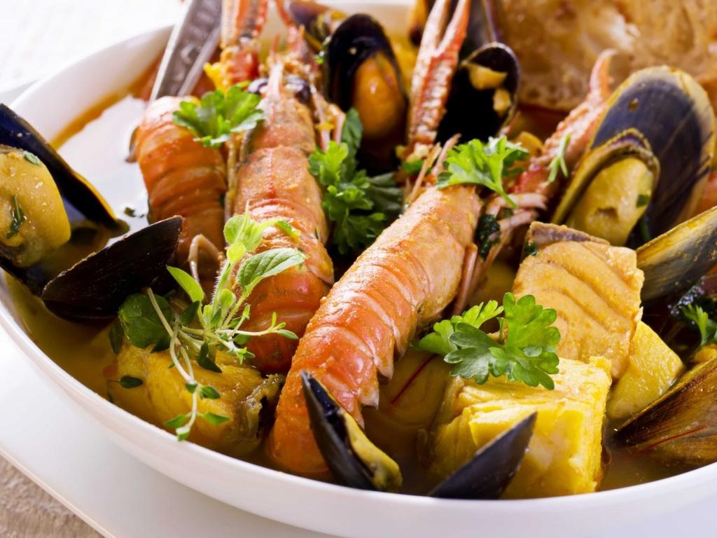 Nhung dieu dang tiec neu bo qua khi den Phap hinh anh 4 Xì xụp món cá hầm bouillabaisse ở Marseille.