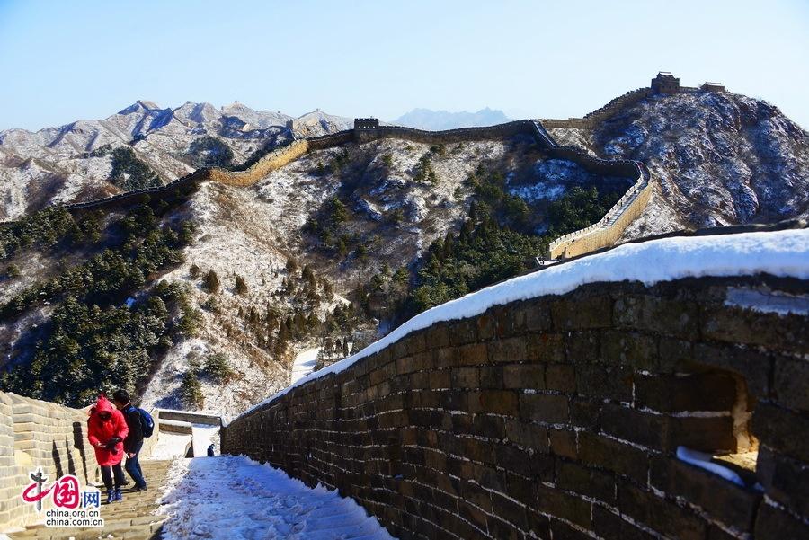 Van Ly Truong Thanh hung vi trong tuyet trang hinh anh 5 Vẻ trầm mặc và hùng vĩ vốn có của Vạn Lý Trường Thành như càng được tô đậm hơn sau khi tuyết rơi. Ảnh: Zhongguo Wang