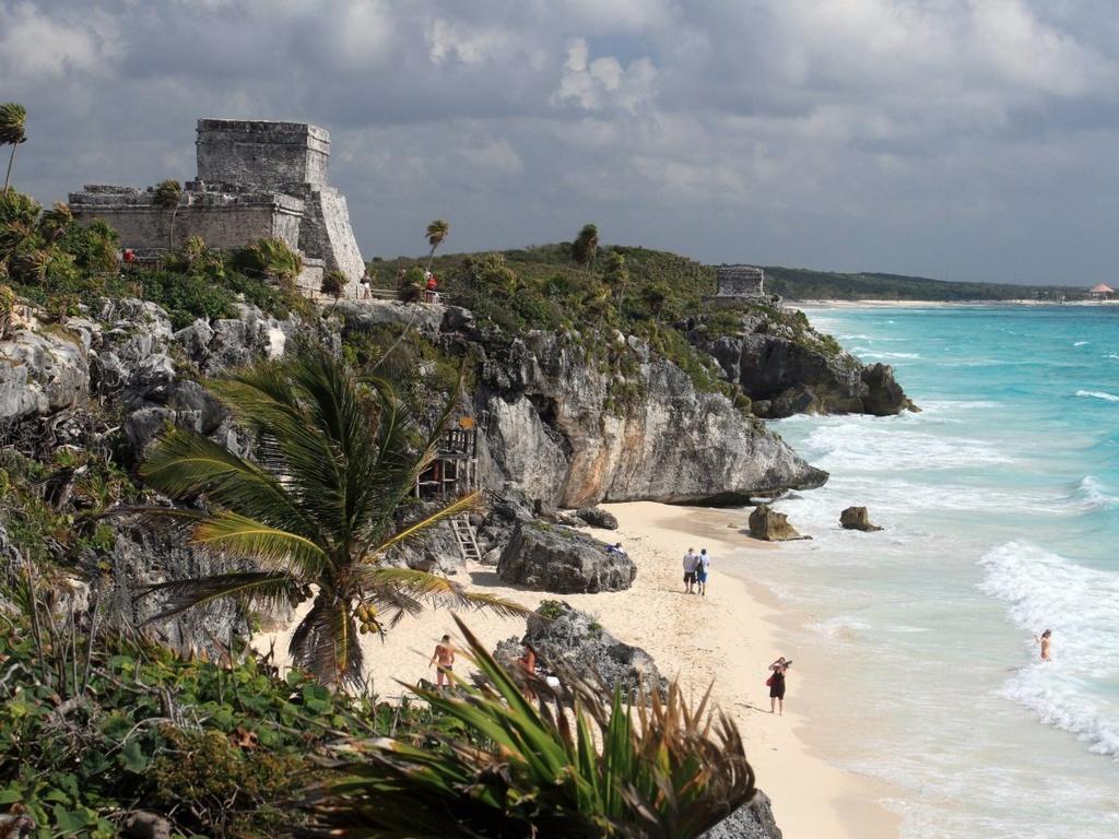 10 dia danh duoc nhieu du khach mo uoc nhat hinh anh 1 1. Tulum, Mexico: Du khách đến đây có thể thư giãn trên những bãi biển hoang sơ, khám phá các nhà hàng, cửa hiệu, các câu lạc bộ bãi biển, hoặc tham gia vào các hoạt động ngoài trời như bơi, lặn và ghé thăm các tàn tích một thời của văn hóa Maya.