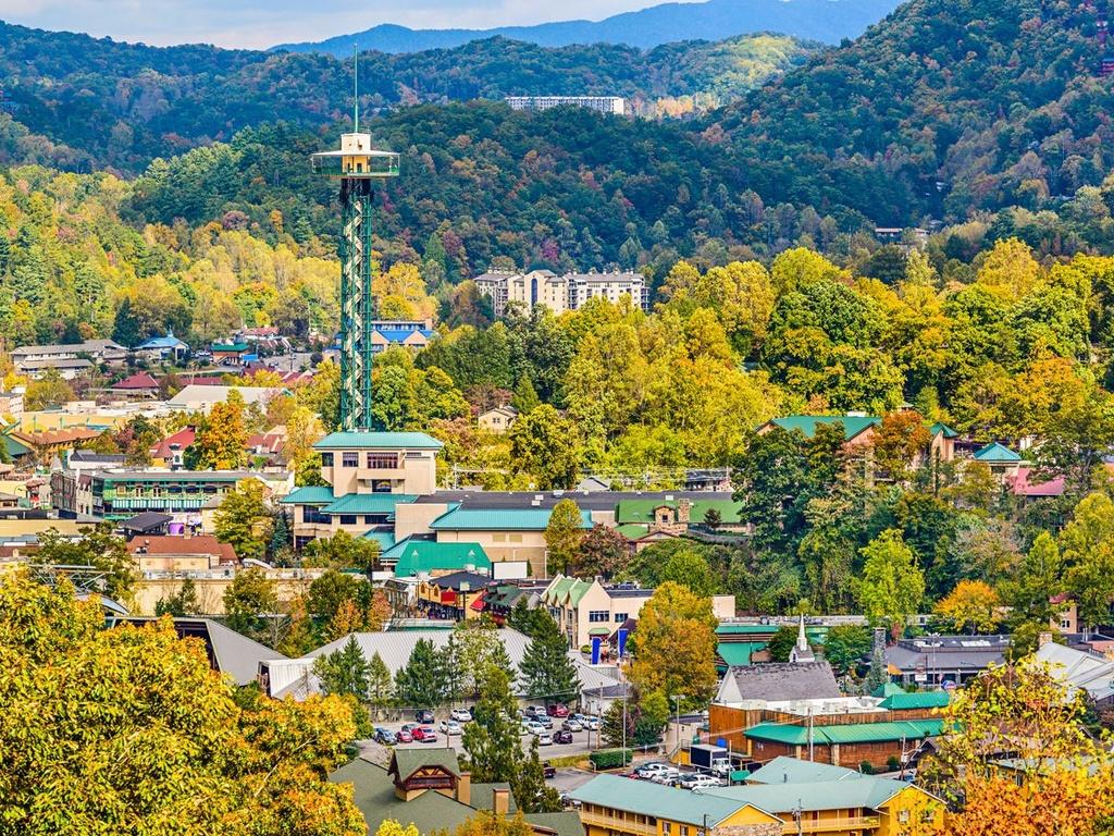 10 dia danh duoc nhieu du khach mo uoc nhat hinh anh 4 4. Gatlinburg, Tennessee: Nằm ở cổng công viên quốc gia Great Smoky Mountains, công viên có nhiều du khách ghé thăm nhất, Gatlinburg có những điểm hấp dẫn riêng, như Downtown Parkway tràn ngập các nhà hàng cửa hiệu.
