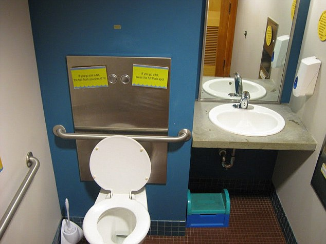 Toilet cong cong dep nhat anh 10