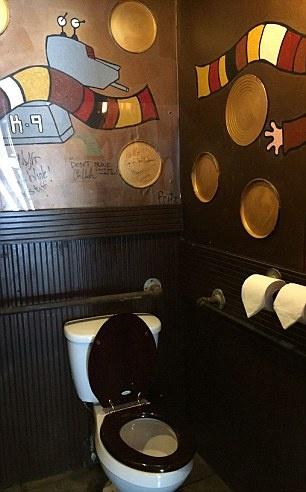 Toilet cong cong dep nhat anh 6