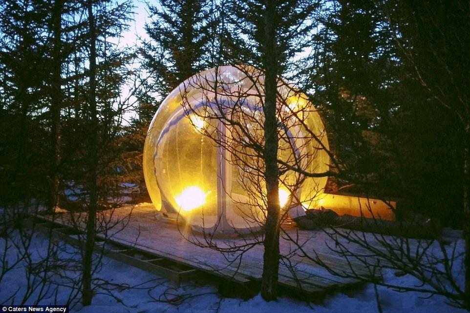 Phong khach san trong suot o Iceland hinh anh 3