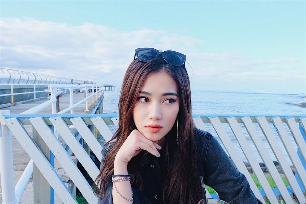 Hot girl Milan Pham va nhung buc hinh check-in nong bong khap the gioi hinh anh 19