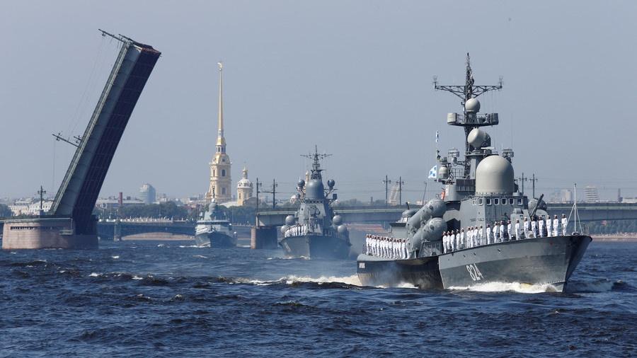 Diễu binh rầm rộ, Hải quân Nga lại phô bày điểm yếu? – Quân sự