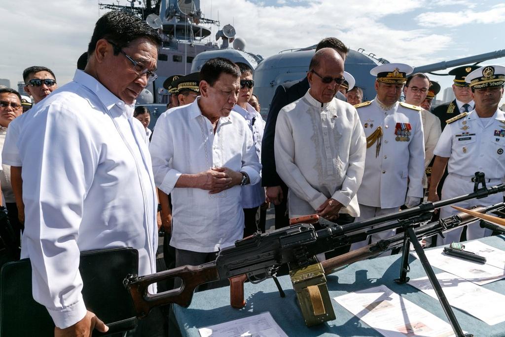 Tong thong Duterte het bat can, tim huong can bang Trung - My hinh anh 3