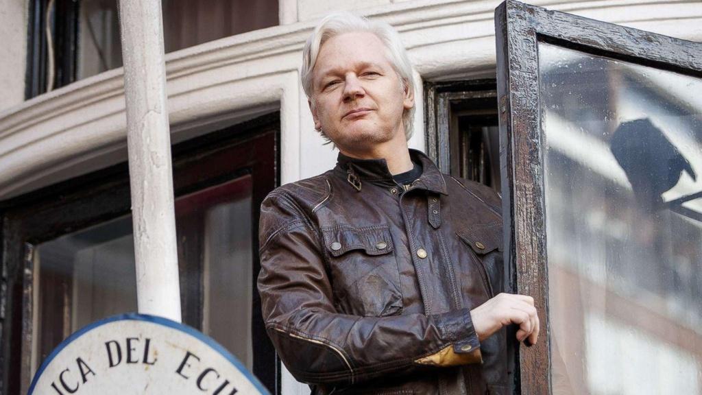 Ecuador phan boi Julian Assange anh 2