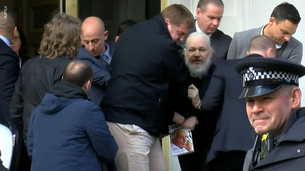 Ecuador phan boi Julian Assange anh 4