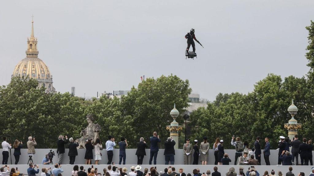 'Linh bay' luon nhu chim o Paris trong le duyet binh quoc khanh Phap hinh anh 7