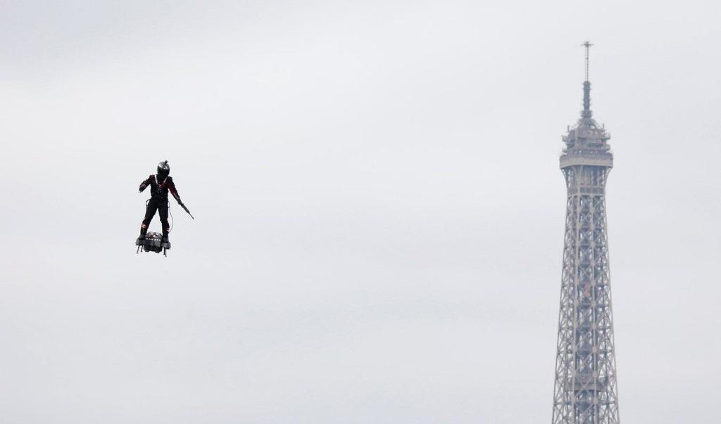 'Linh bay' luon nhu chim o Paris trong le duyet binh quoc khanh Phap hinh anh 4