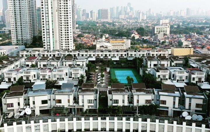 Jakarta dat chat, 'xay lang' tren noc trung tam mua sam hinh anh 4