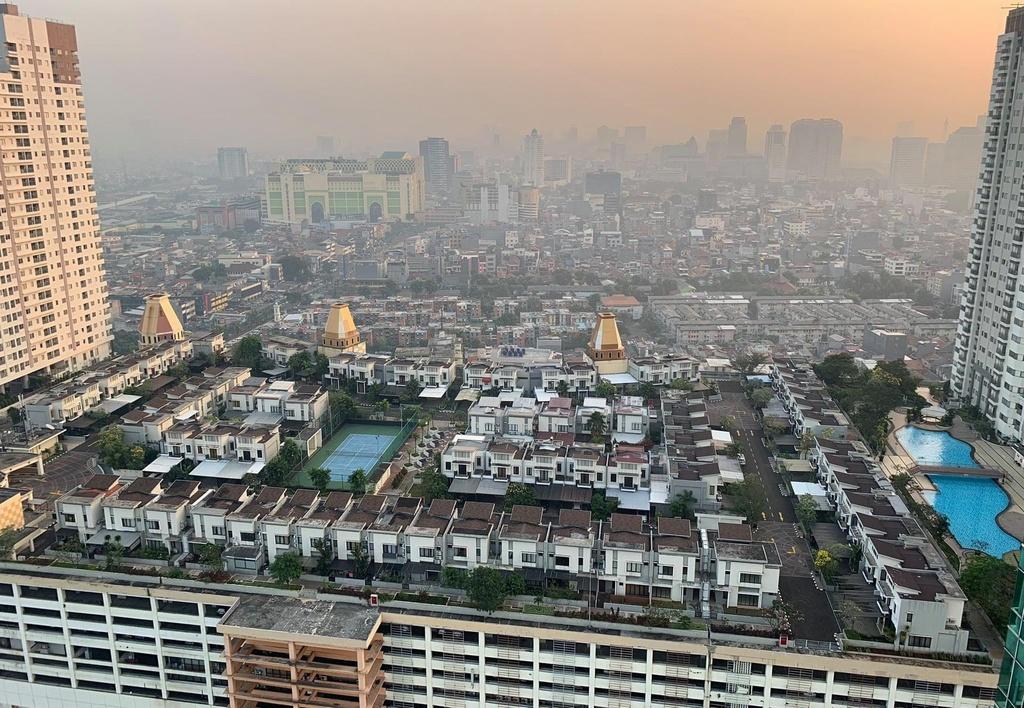 Jakarta dat chat, 'xay lang' tren noc trung tam mua sam hinh anh 6