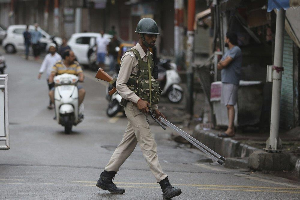 An Do thiet quan luat tai Kashmir, dan song canh 'dem bien thanh ngay' hinh anh 9