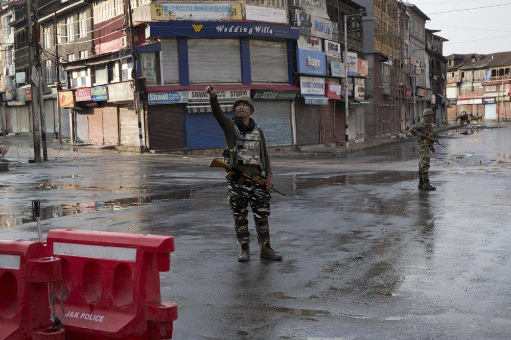 An Do thiet quan luat tai Kashmir, dan song canh 'dem bien thanh ngay' hinh anh 5