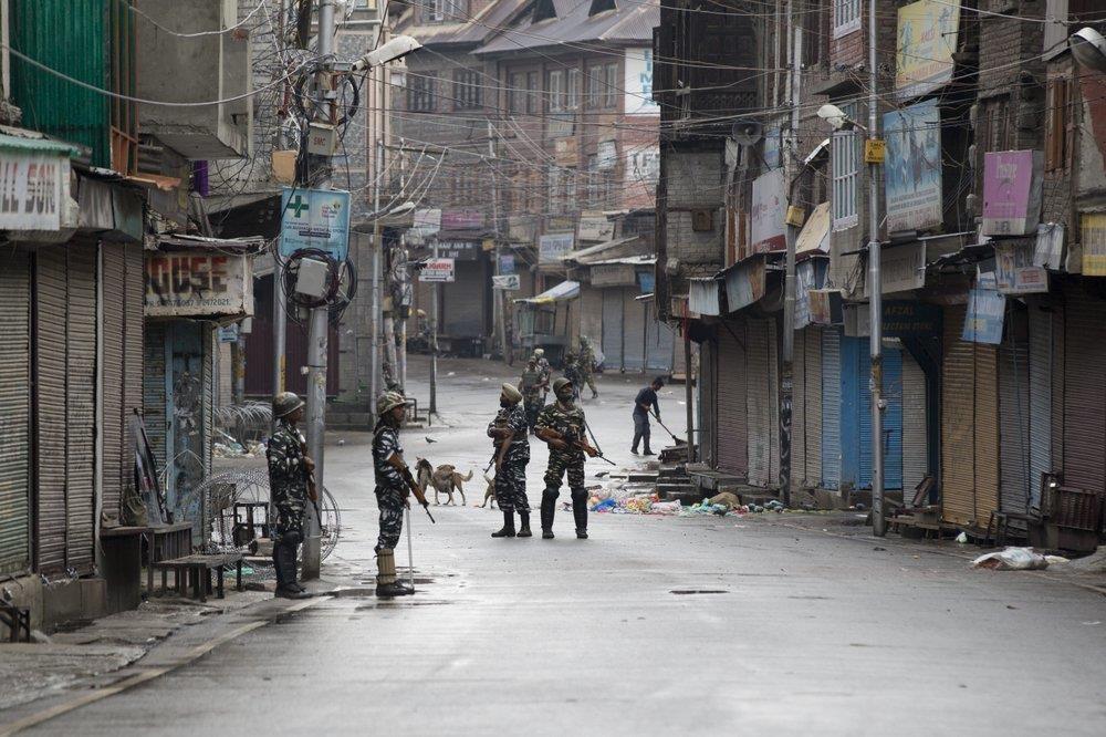 An Do thiet quan luat tai Kashmir, dan song canh 'dem bien thanh ngay' hinh anh 6