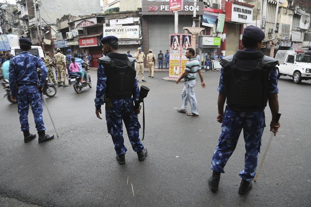 An Do thiet quan luat tai Kashmir, dan song canh 'dem bien thanh ngay' hinh anh 8
