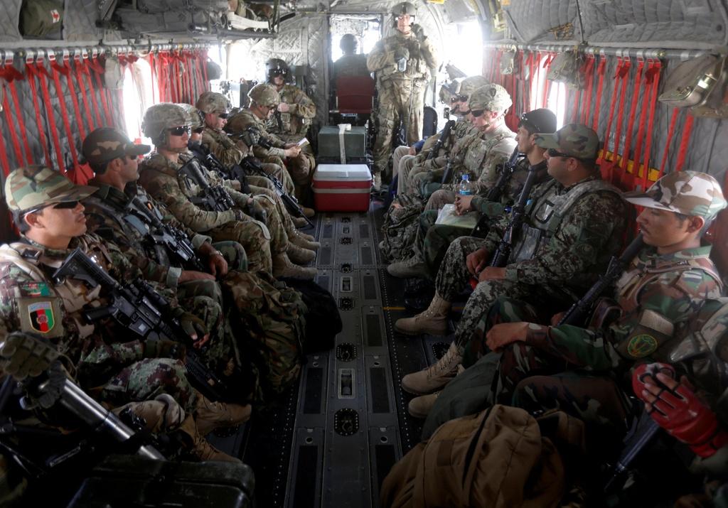 18 nam My sa lay o chien truong Afghanistan, hon 2.400 quan tu tran hinh anh 9