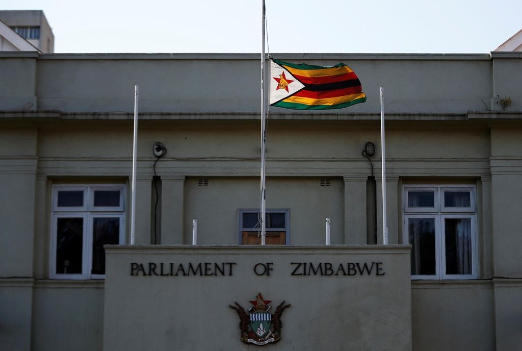 Linh cuu cuu TT Mugabe anh 12