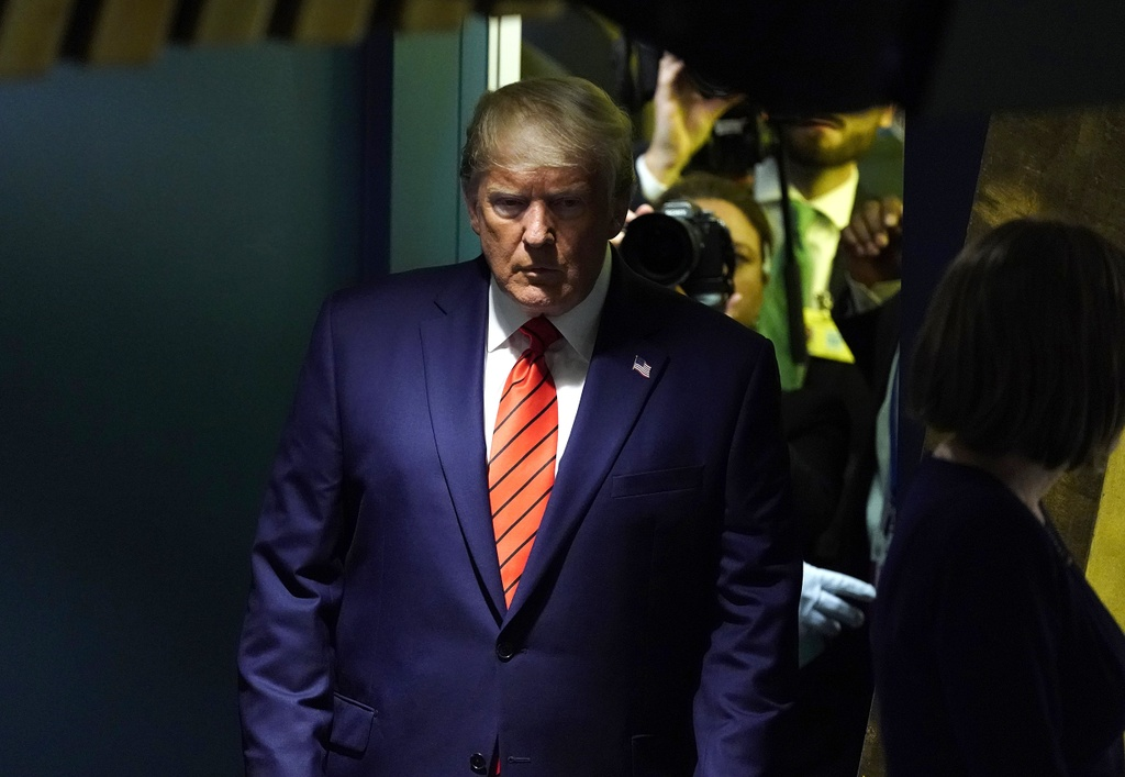 Bom tan dieu tra luan toi dat TT Trump truoc tuong lai kho luong hinh anh 3