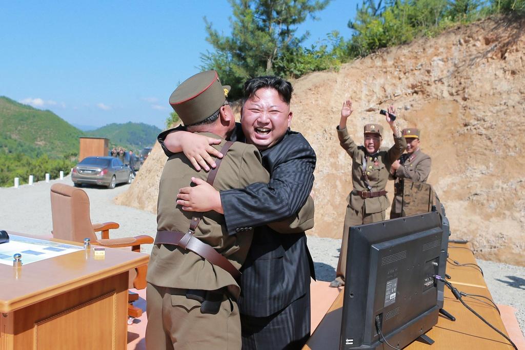 Ong Kim Jong Un cuoi bach ma anh 11