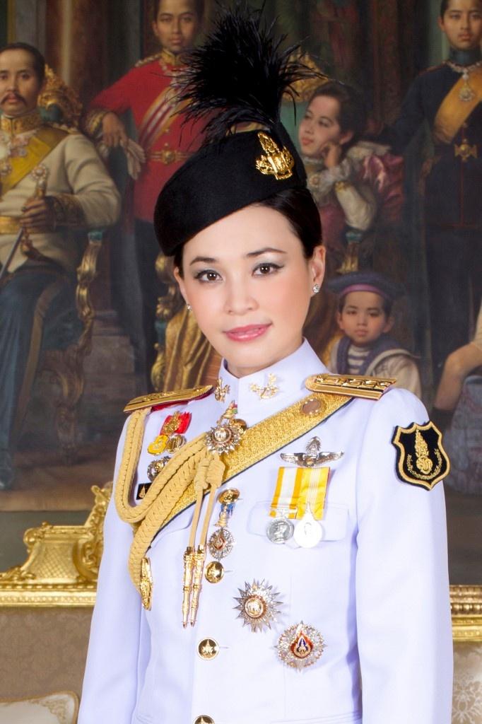 Cuoc canh tranh giua hoang hau va hoang quy phi ben canh nha vua Thai hinh anh 2
