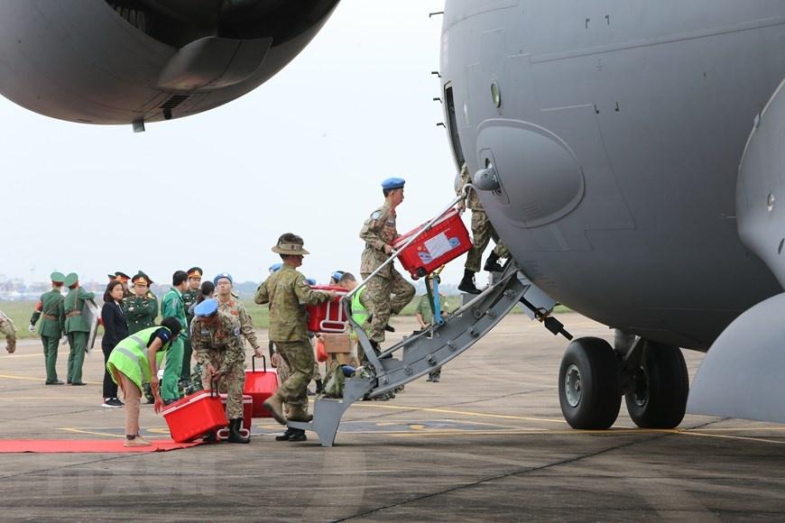 Chia tay can bo benh vien da chien len duong di Nam Sudan hinh anh 7