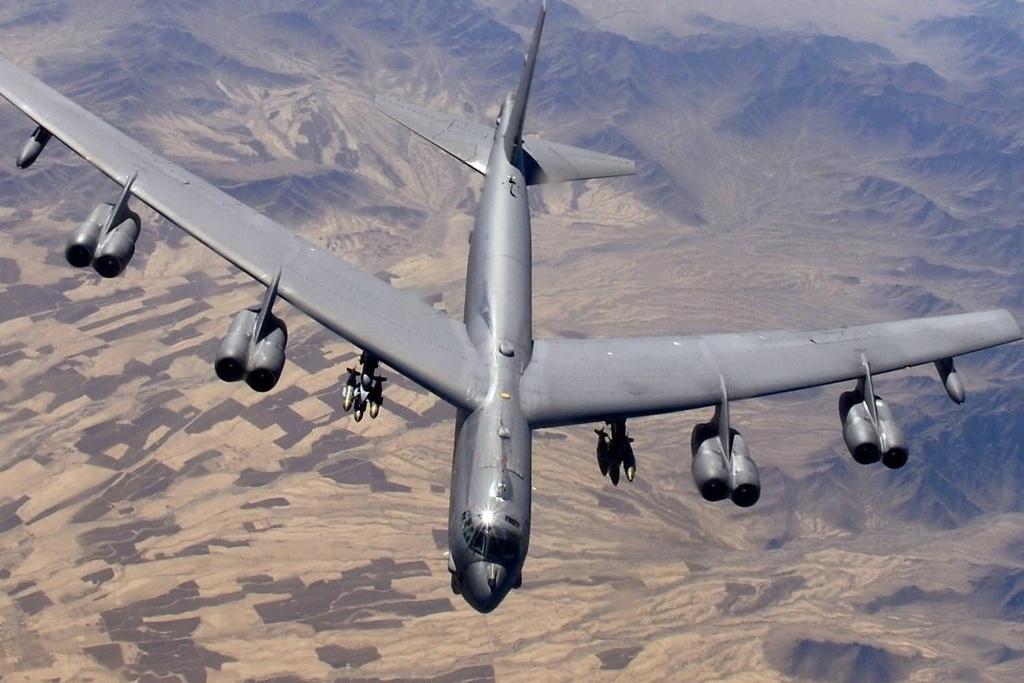 B-52 den can cu khong quan gan Iran anh 1