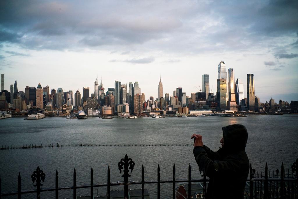 诚实的15,000名儿童,纽约在1张照片的新三角形中2020_03_23T004337Z_1168602778_RC2CPF9V4N5B_RTRMADP_3_HEALTH_CORONAVIRUS_NEW_YORK.JPG