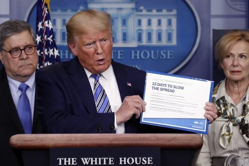 TT Trump muon som noi long phong toa bat chap rui ro dich benh hinh anh 1 Hop_bao_Trump_2.jpeg