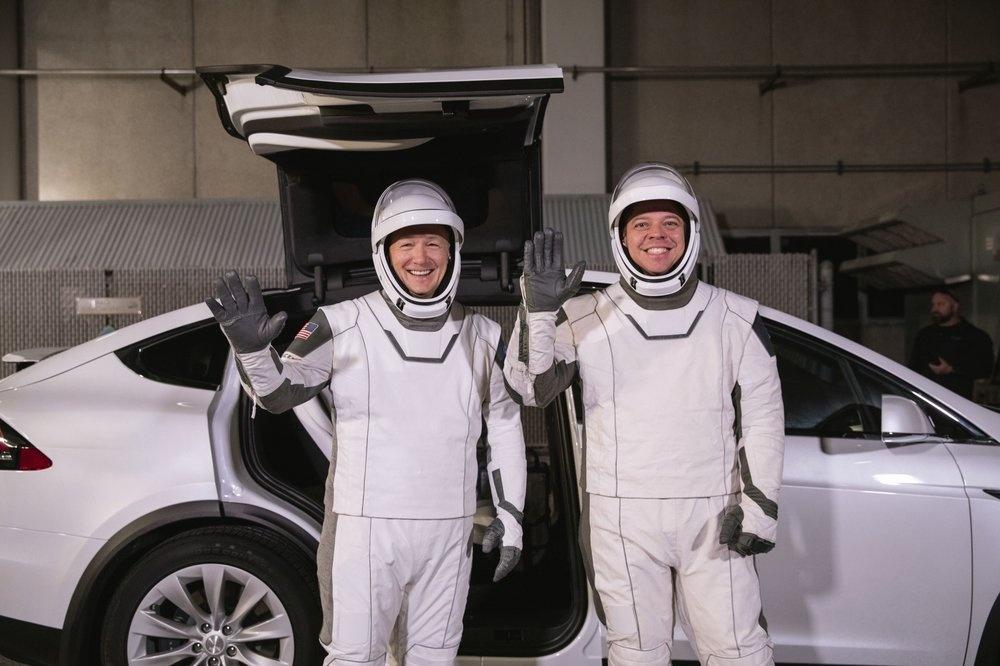SpaceX tat tay cho chuyen bay lich su anh 2