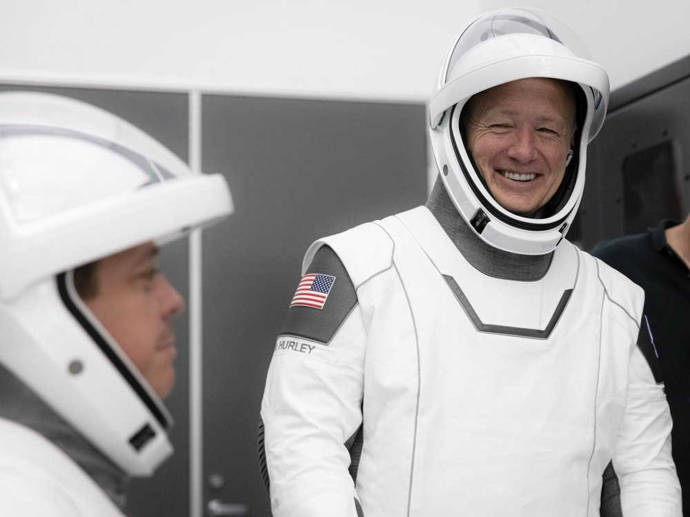 SpaceX tat tay cho chuyen bay lich su anh 1