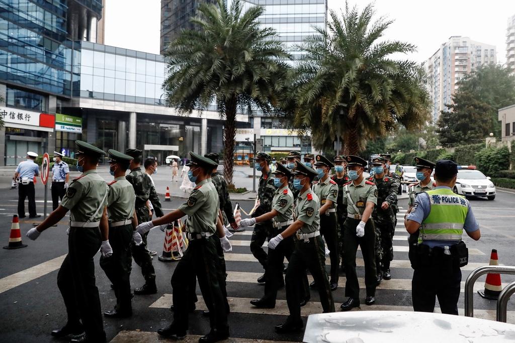 Lãnh sự quán Mỹ tại Thành Đô được Bộ Ngoại giao Trung Quốc yêu cầu đóng cửa vào sáng 24/7. Đây là đòn trả đũa ngoại giao sau khi Washington yêu cầu Trung Quốc đóng cửa tổng lãnh sự quán ở Houston, thông báo 72 tiếng trước hạn chót là 16h ngày 24/7. Ảnh: Reuters.