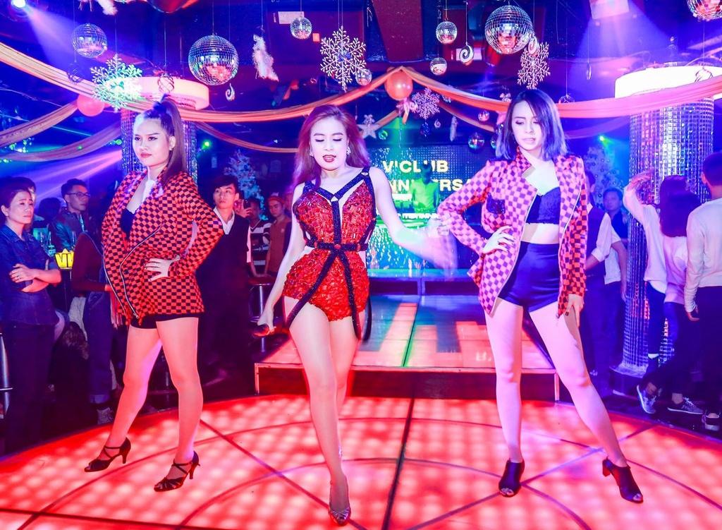 Hoang Thuy Linh bieu dien loat hit EDM tai Da Lat hinh anh 1