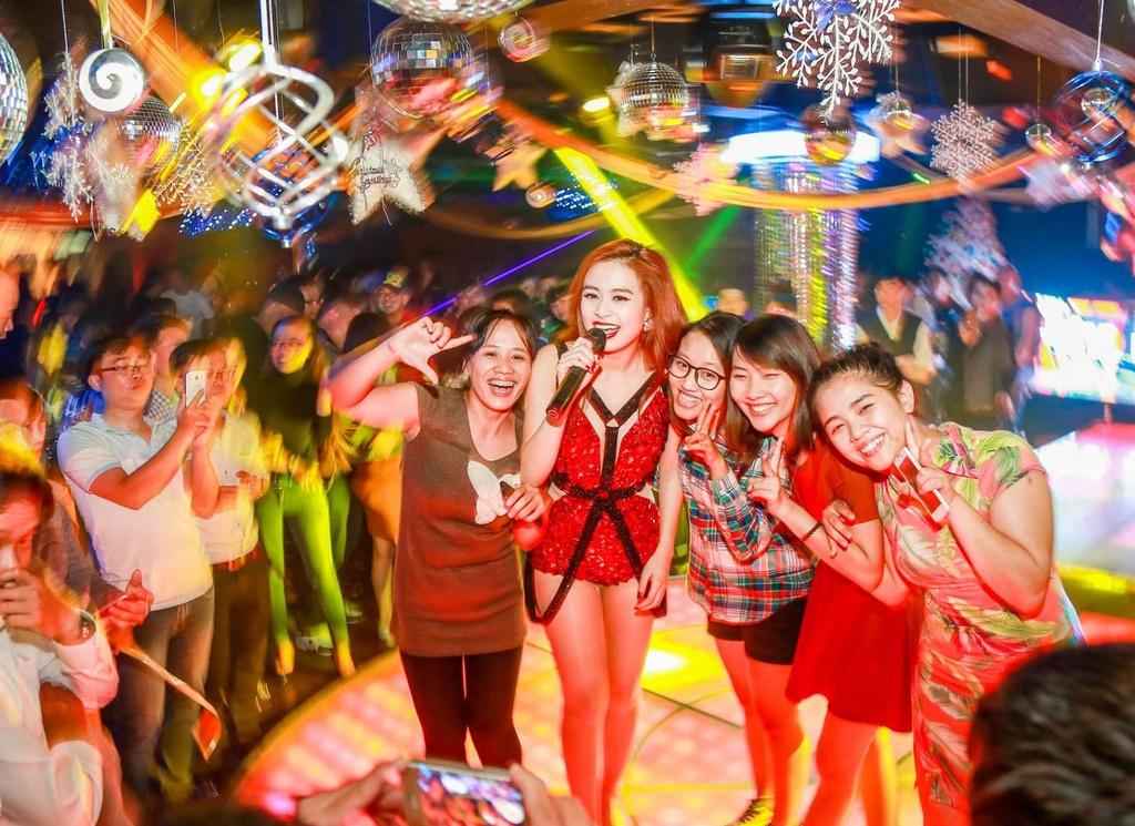 Hoang Thuy Linh bieu dien loat hit EDM tai Da Lat hinh anh 6