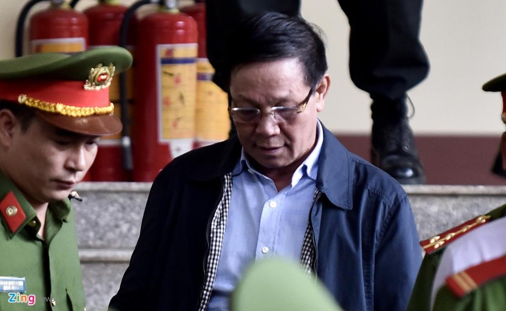 ong Phan Van Vinh chong lung cho trum co bac anh 1