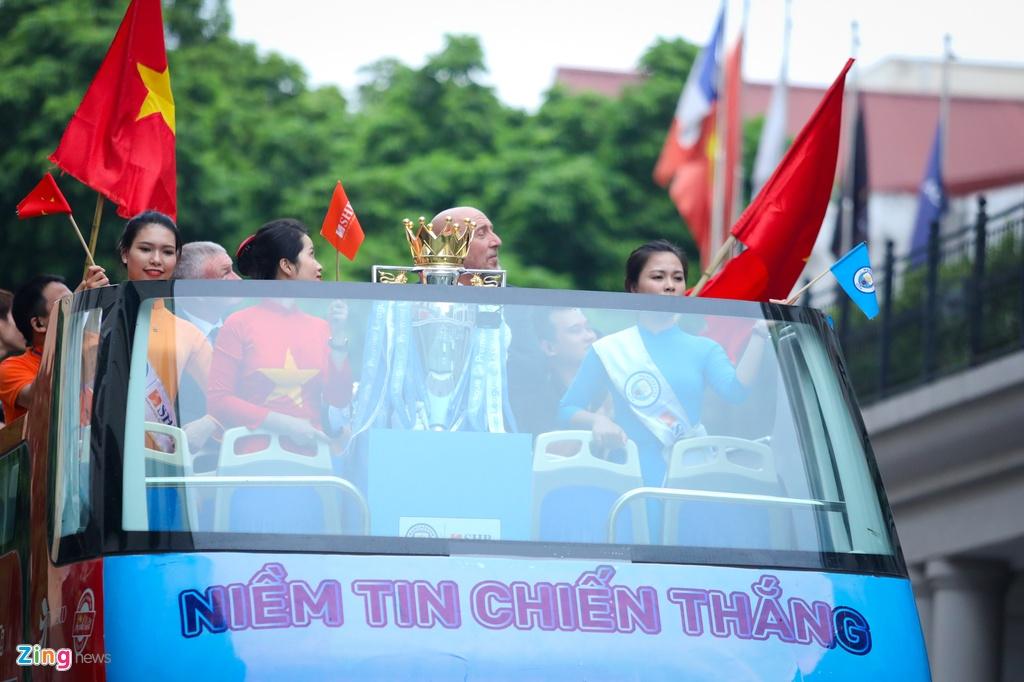 Bau Hien nang Cup ngoai Hang Anh anh 4