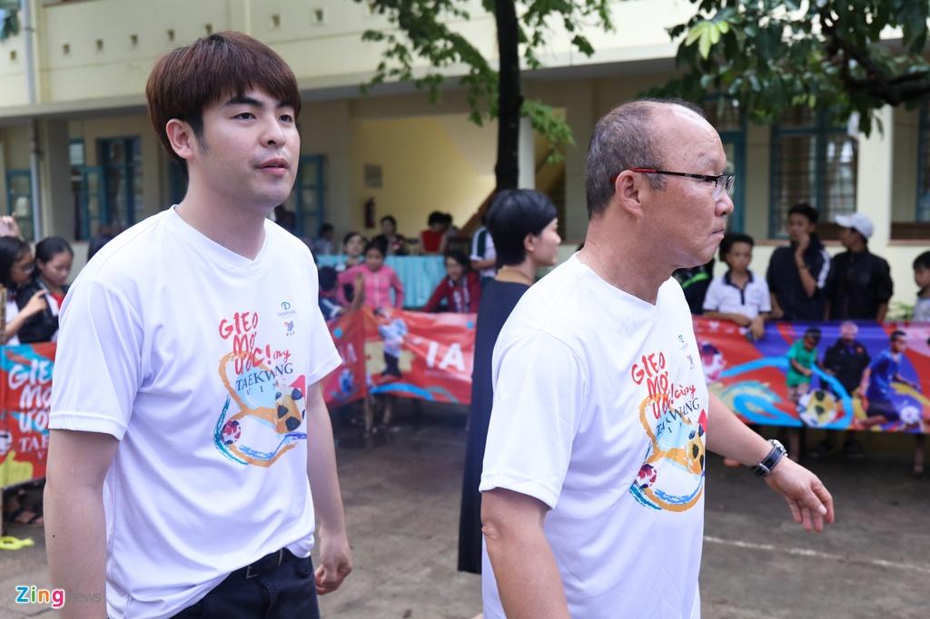 Nhung ung vien thay the HLV Park Hang-seo dan dat U23 Viet Nam hinh anh 7
