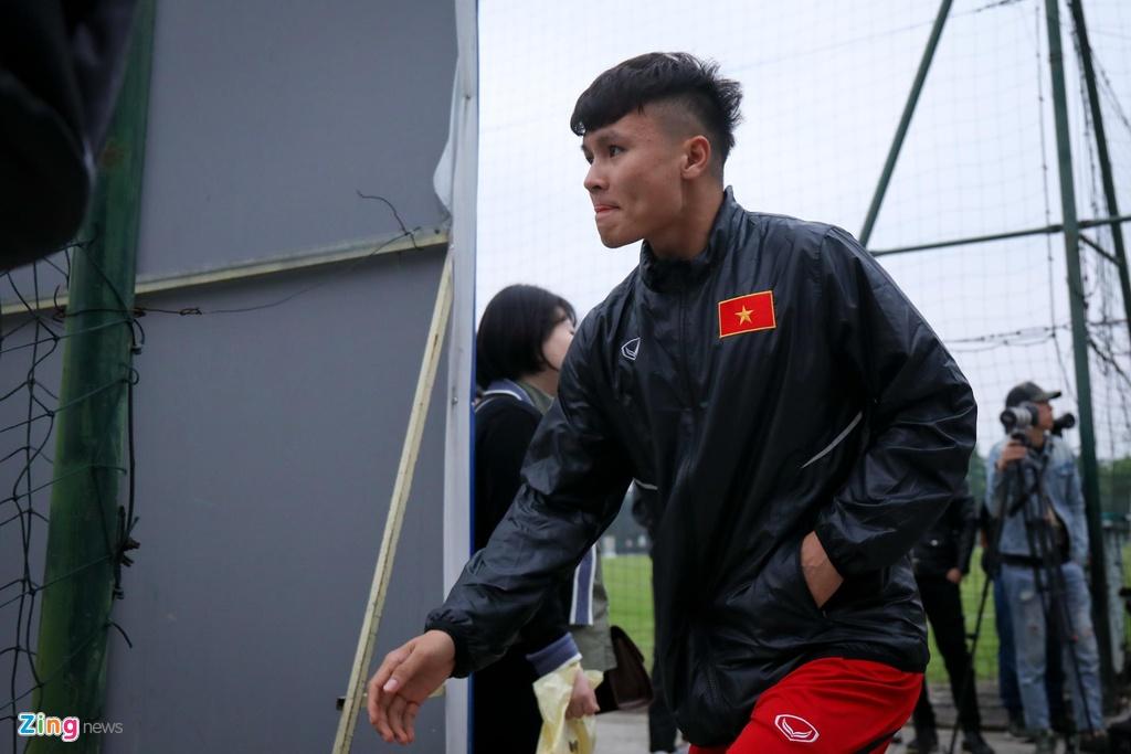 Quang Hai, Tien Linh ngoi uong tra trong gio tap cua U23 Viet Nam hinh anh 1