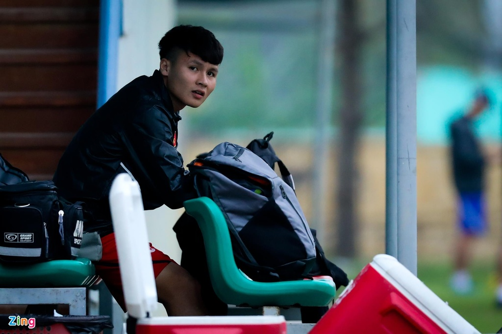 Quang Hai, Tien Linh ngoi uong tra trong gio tap cua U23 Viet Nam hinh anh 2