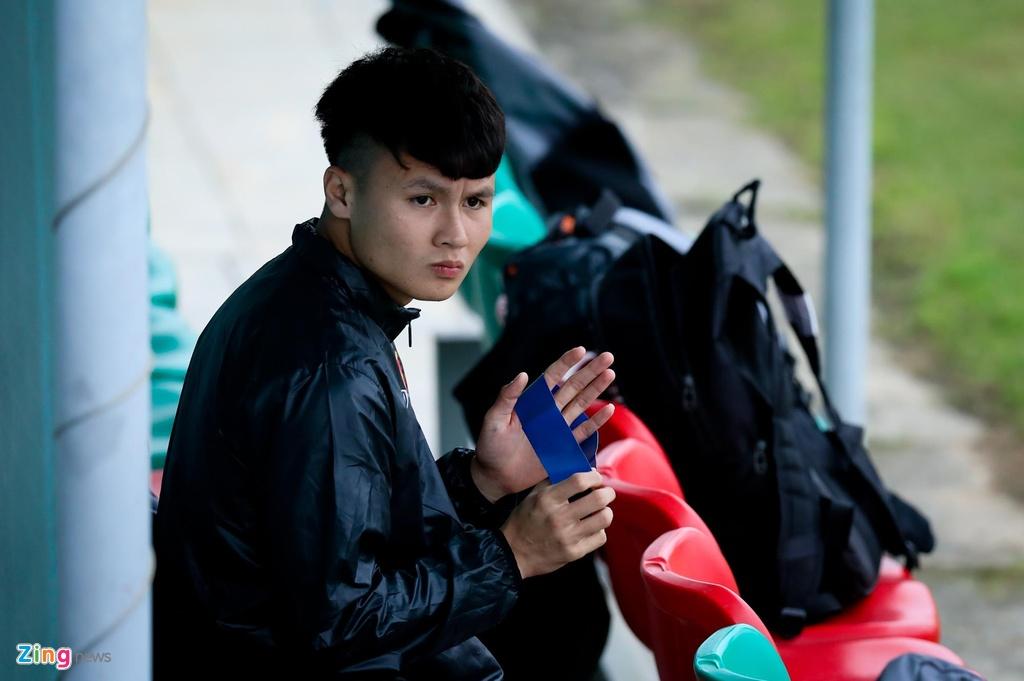 Quang Hai, Tien Linh ngoi uong tra trong gio tap cua U23 Viet Nam hinh anh 3