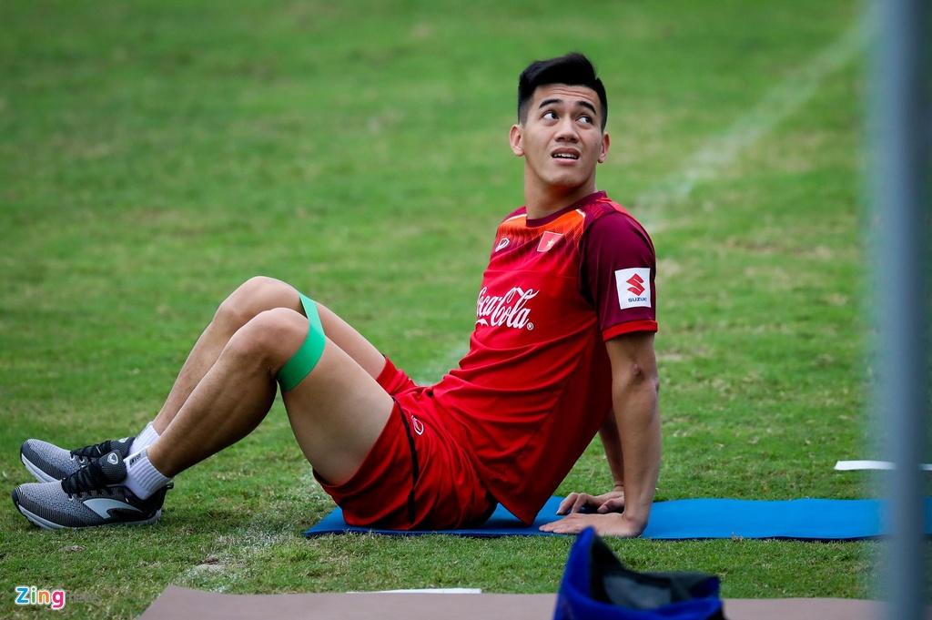 Quang Hai, Tien Linh ngoi uong tra trong gio tap cua U23 Viet Nam hinh anh 4