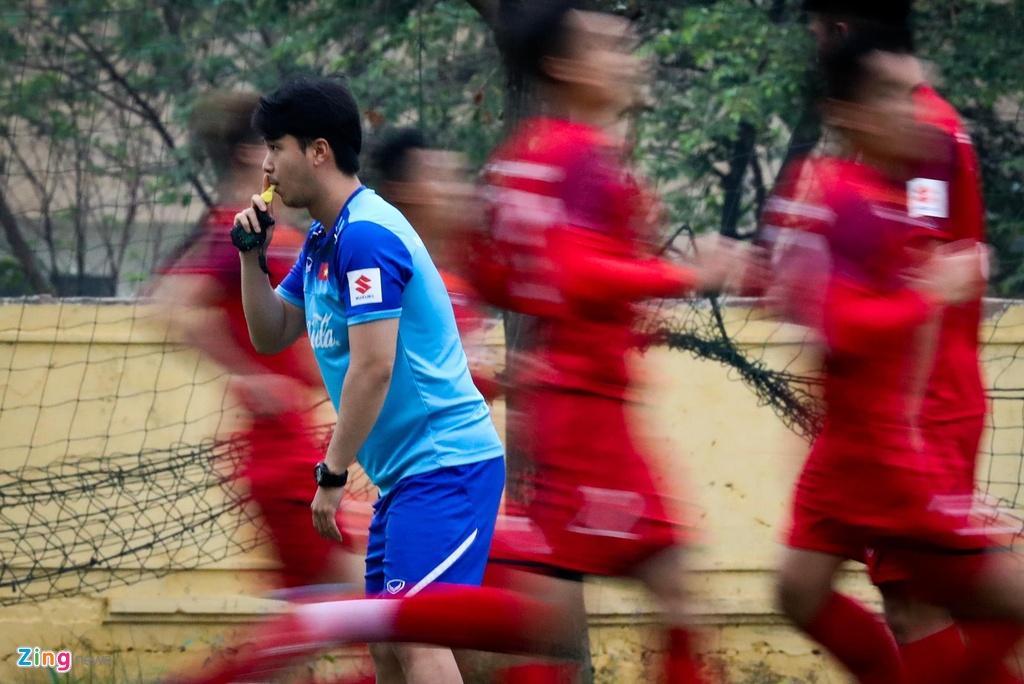 Quang Hai, Tien Linh ngoi uong tra trong gio tap cua U23 Viet Nam hinh anh 6