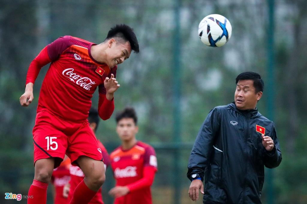 Quang Hai, Tien Linh ngoi uong tra trong gio tap cua U23 Viet Nam hinh anh 7