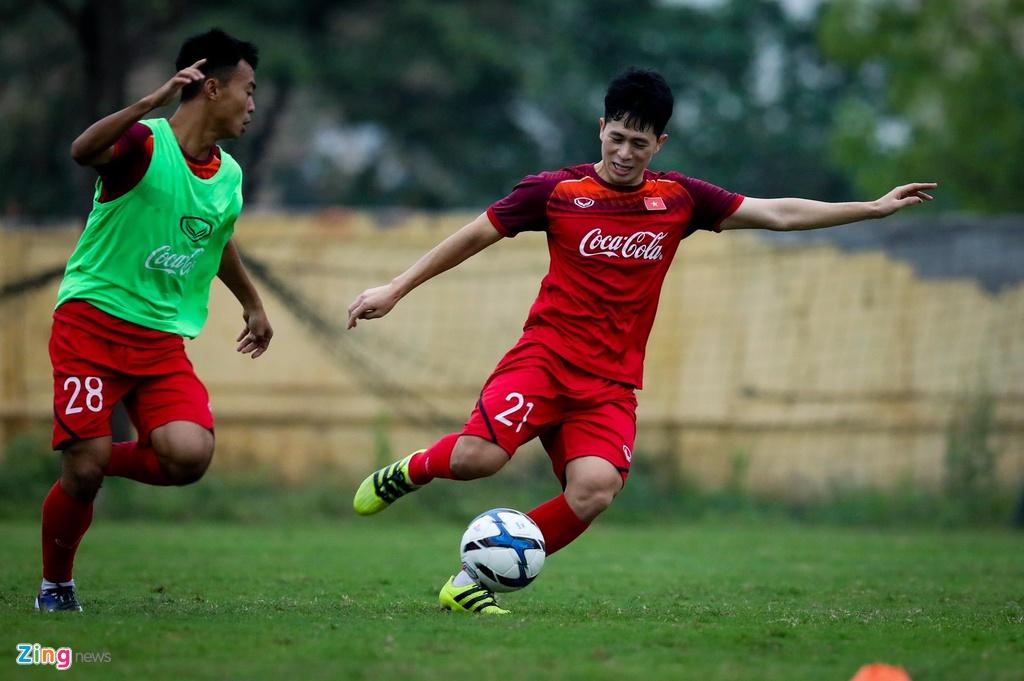 Quang Hai, Tien Linh ngoi uong tra trong gio tap cua U23 Viet Nam hinh anh 8