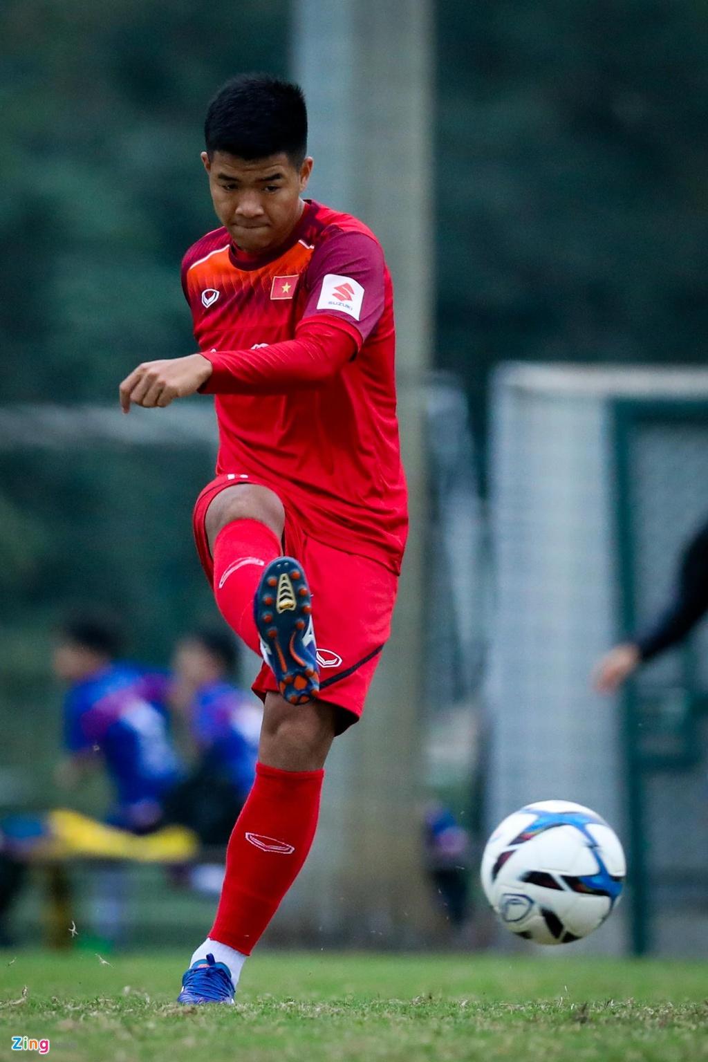 Quang Hai, Tien Linh ngoi uong tra trong gio tap cua U23 Viet Nam hinh anh 9