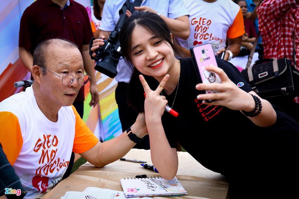 HLV Park Hang-seo vua di bong vua cuoi anh 9